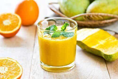 Nyresteiner: 5 fruktjuicer som hjelper deg å eliminere disse
