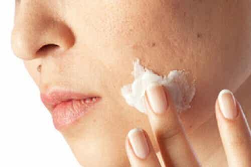 Tips for å rense urenhetene i huden din på en måned