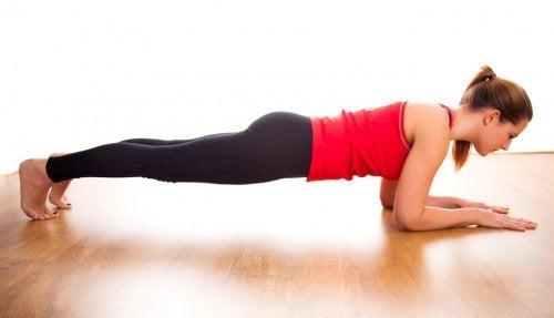 5 fordeler med å gjøre planken hver dag