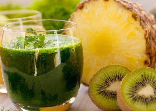 2-juice-med-ananas-og-kiwi