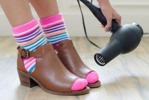 Hårføner former skoene