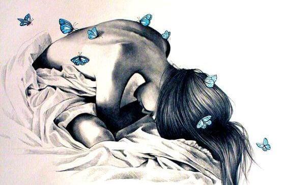 kvinne-med-sommerfugler