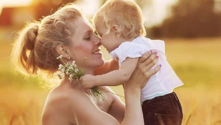 mor-som-elsker-barnet