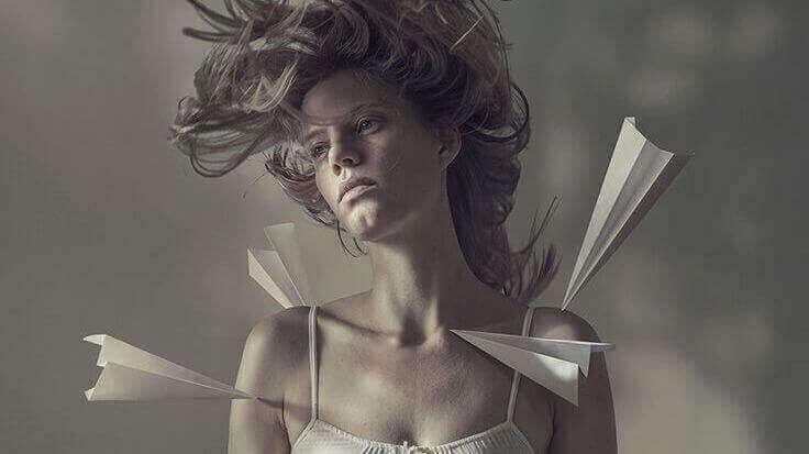 papirfly-kvinne