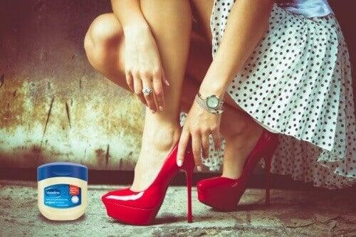 Smør føttene med vaselin for å unngå gnagsår