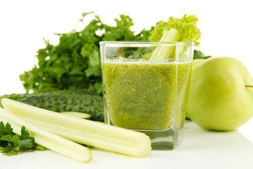 Juice med selleri og grønne epler for å avgifte nyrene