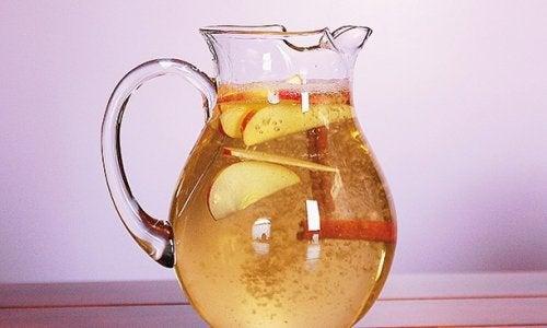 Kanelvann med eple og sitron for vekttap: Kjempesunt!