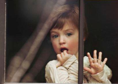 4-barn-ved-vindu