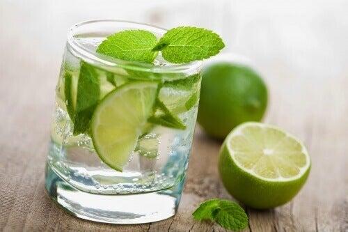 fordeler-med-å-drikke-sitronvann-for-frokost