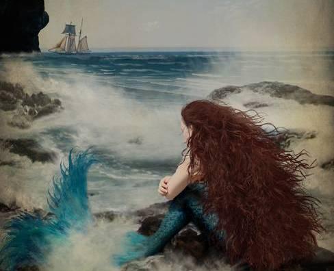 havfrue ser på havet