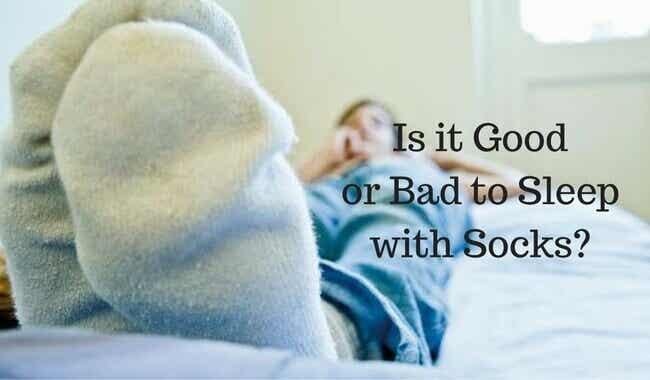 Er det bra å sove med sokker?