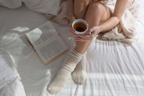 sove med sokker