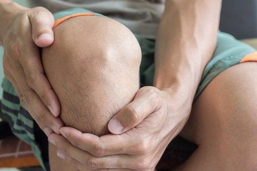 4 ting knærne dine sier om helsen din