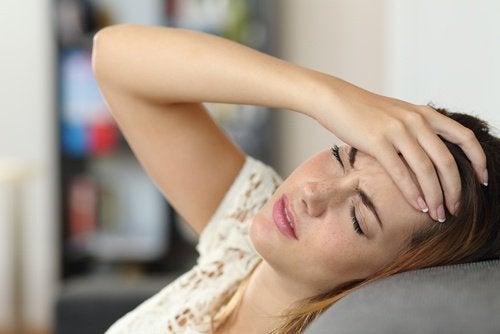 kvinne-hodepine-1