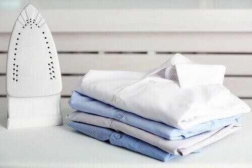Hvordan du rengjør et skittent strykejern – Det vil se ut som nytt!