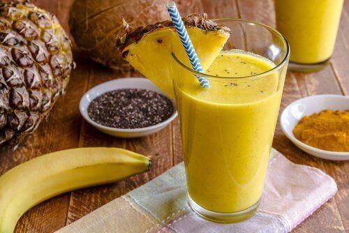 Hvordan lage en shake med ananas og chiafrø for å gå ned i vekt