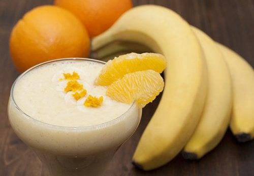 Banan og appelsinsmoothie