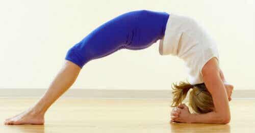 5 yogastillinger som reduserer angst og stress