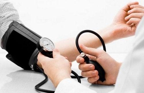 regulerer blodtrykk