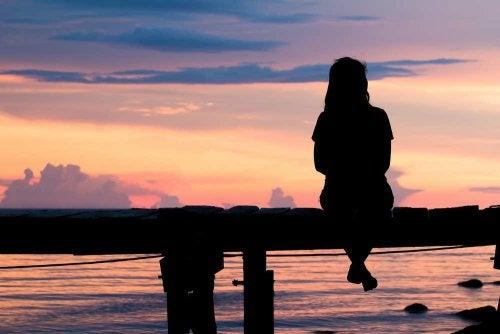 kvinne-solnedgang
