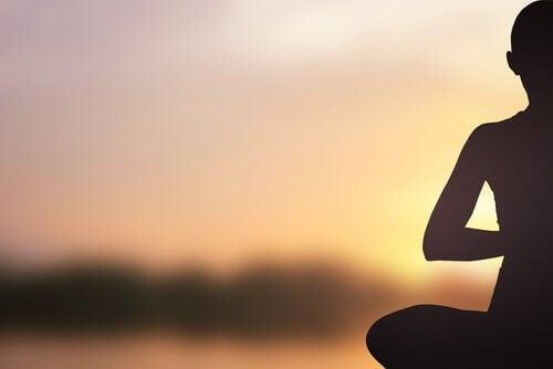 praktisere yoga