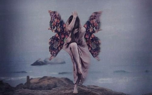 2-kvinne-med-vinger