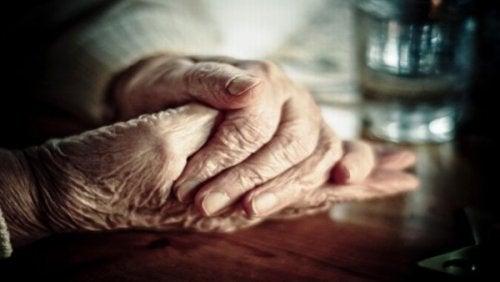 4-eldre-hender