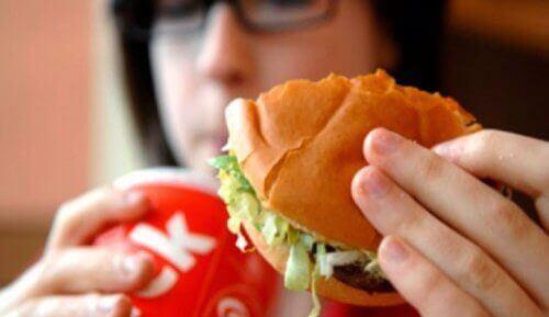 9 matvarer som forårsaker dårlig kroppslukt
