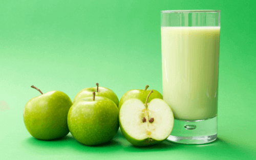 4 spektakulære eplesmoothier for en flat mage