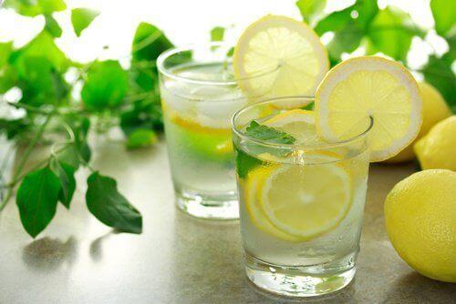 lunkent-vann-med-sitron