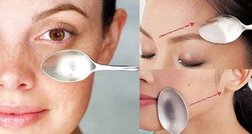 Oppdag en utrolig ansiktsmassasje som utføres med en skje