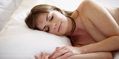 7 fordeler med å sove naken