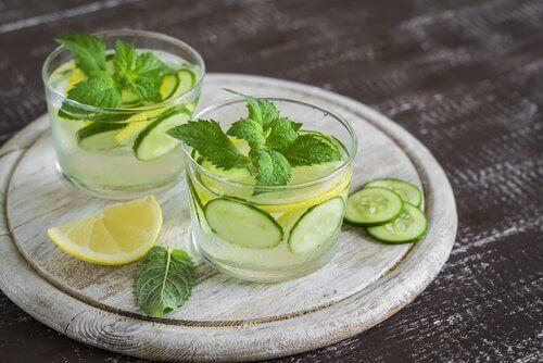 6 drikker som er enda sunnere enn vann