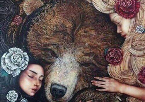 to jenter og en bjørn