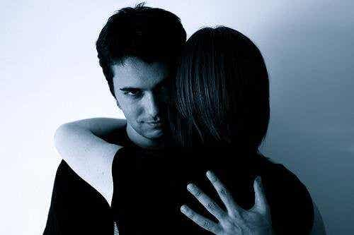 7 måter mishandlere manipulerer på