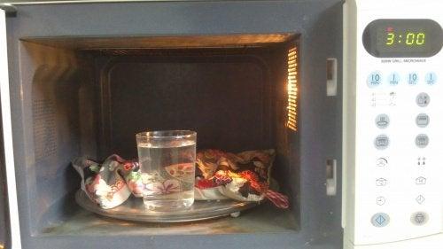 Varmeposer i mikrobølgeovnen