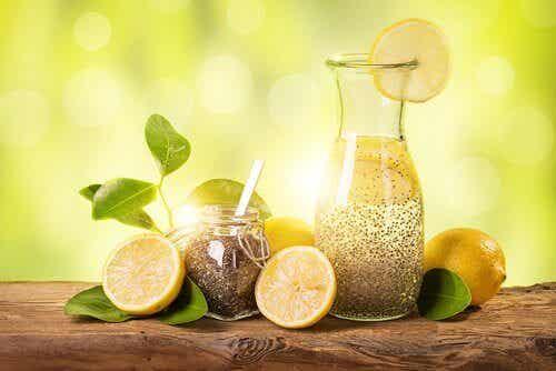 Rask vektnedgang med sitron, ingefær og chiafrø