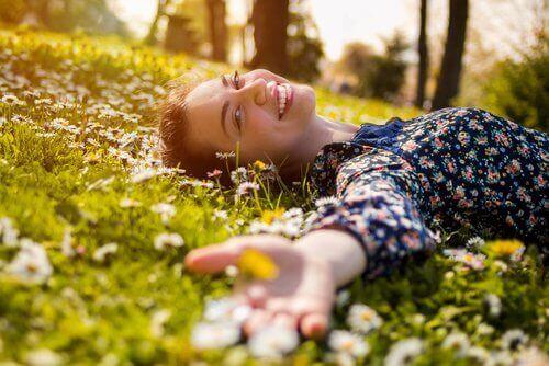 Glad I blomstereng
