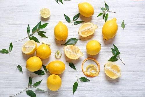 Sitron for lysere hud på halsen