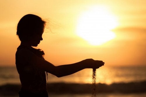 kvinne i solnedgang