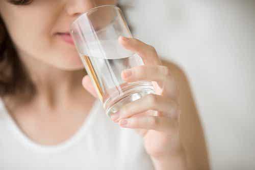 7 naturlige remedier som bare trenger vann