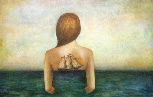 kvinne i havet