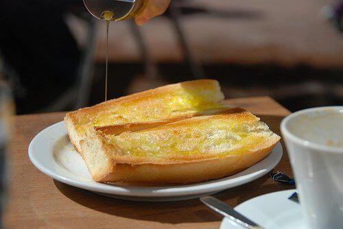 brød og olivenolje
