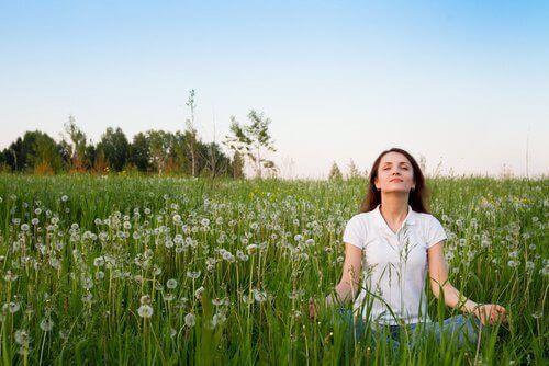 Du vil elske disse 7 måtene å naturlig forbedre humøret ditt på