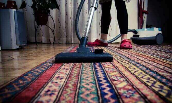 Støvsug teppene dine