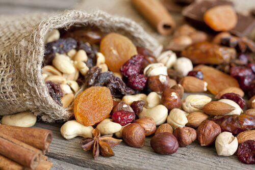 7 grunner til at du bør spise mer nøtter
