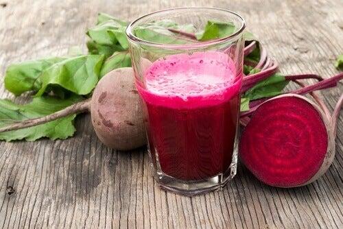 Shake med rødbeter og persille for å bekjempe åreknuter
