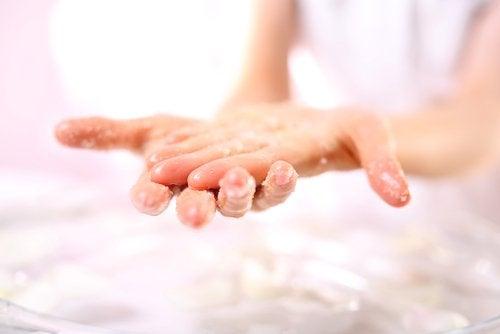3 naturlige peelinger for ansikt, kropp og hender
