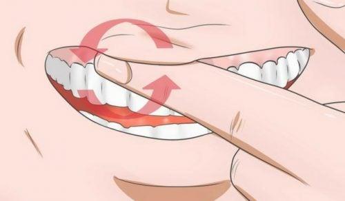 Bekjemp hovent tannkjøtt med disse 8 hjemmebehandlingene