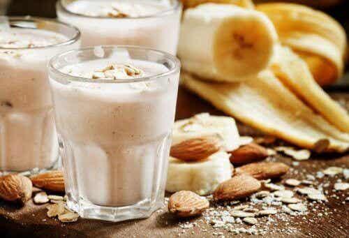 Smoothie med ingefær og mandler: Den smaker godt og fjerner urenheter i huden!